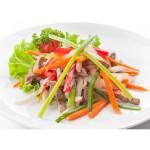 Салат с говядиной и пекинской капустой