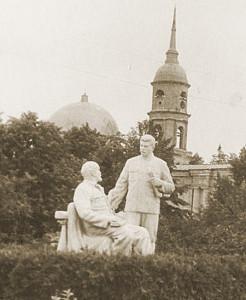 """Памятник """"Великие вожди"""" (источник - www.kprf-kaluga.ru)"""