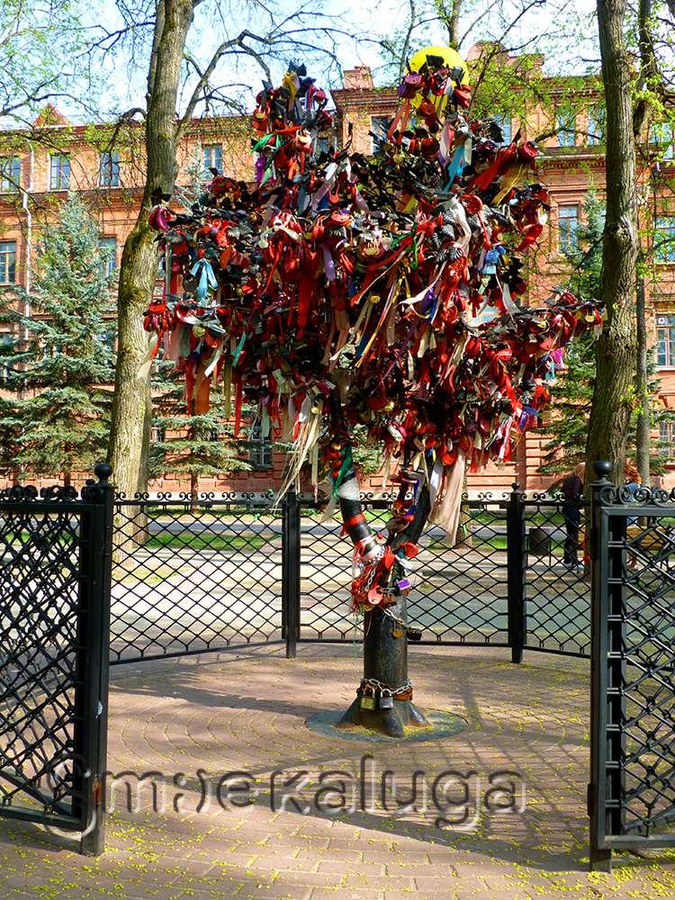 Скульптура «Дерево счастья»