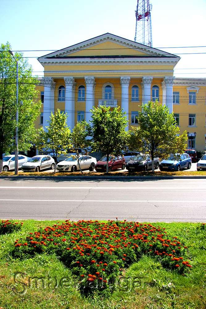 Дом на улице Ленина, №51 или «Дом с колоннами»