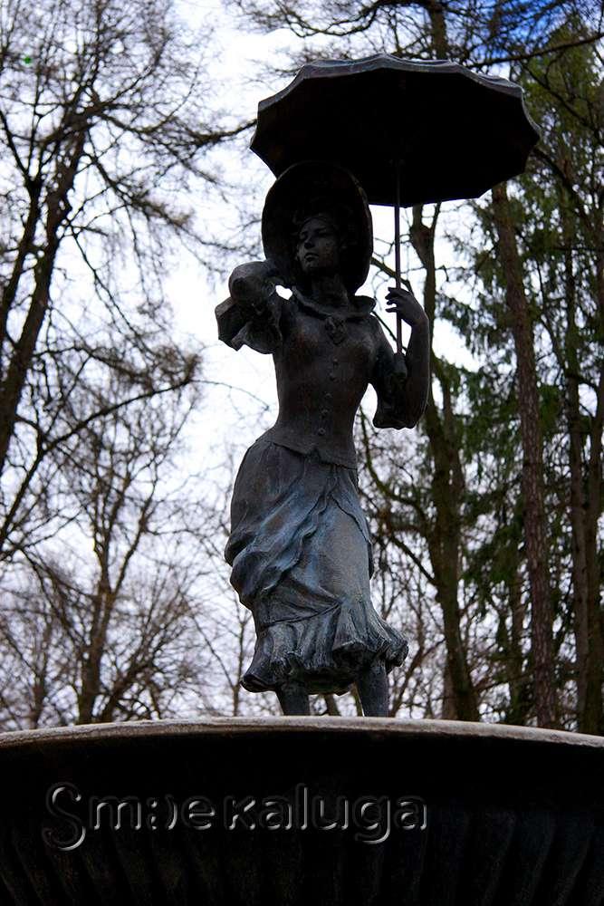 Старейший сохранившийся фонтан и скульптура «Кокетка с зонтиком или история одной купальщицы»