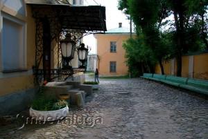 Во дворике Калужского областного краеведческого музея калуга