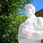 Памятник Владимиру Маяковскому в калуге