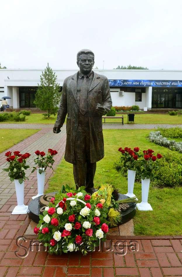 Памятник Святославу Федорову