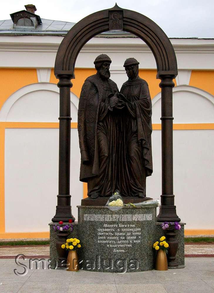 Скульптура святых Петра и Февронии Муромских