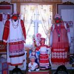 Народные костюмы в доме мастеров