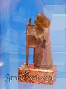 Памятник гоголю в калуге