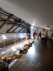 сцена под крышей