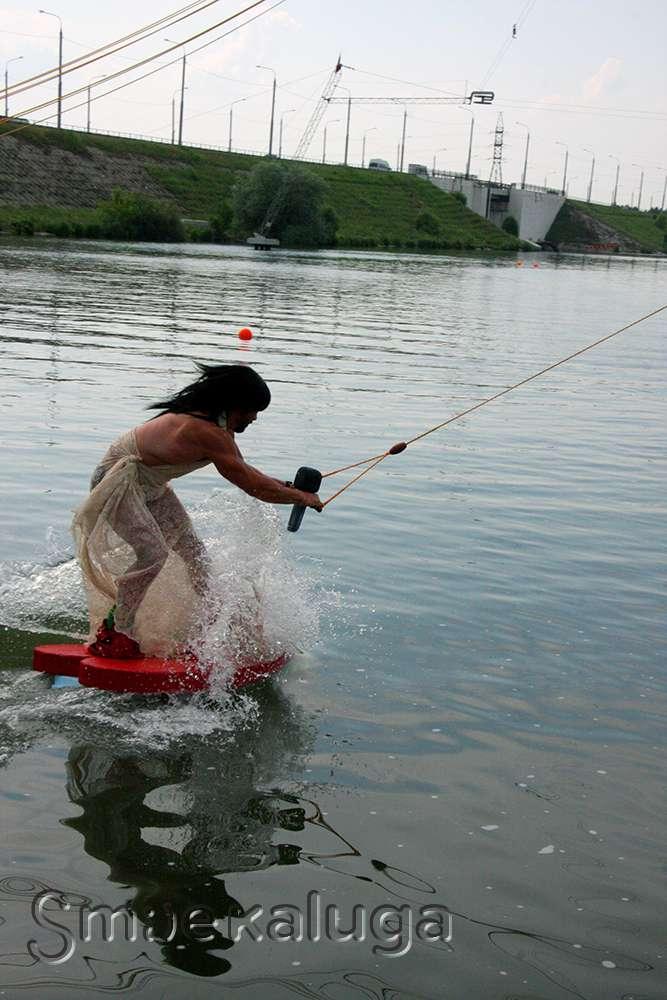 «День водной карусели»: на Яченском водохранилище появились Кончита Вурст, Заяц и другие герои