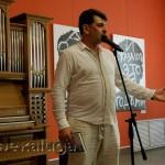 Владимир Вишневский читает стихи в музее