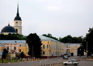 Присутственные места и Троицкий собор в калуге