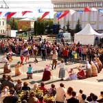 Участников приветствовали со сцены на площади Старый Торг калуга