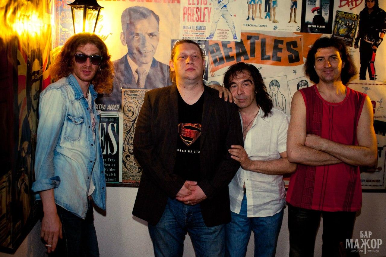 Группа Rodnые&Blizкие в баре Мажор