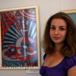Мария Болденкова, участница выставки (рядом со своей работой) калуга