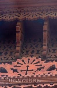 Крест, символизирующий огонь (в центре) и колнечное колесо (вокруг креста) калуга