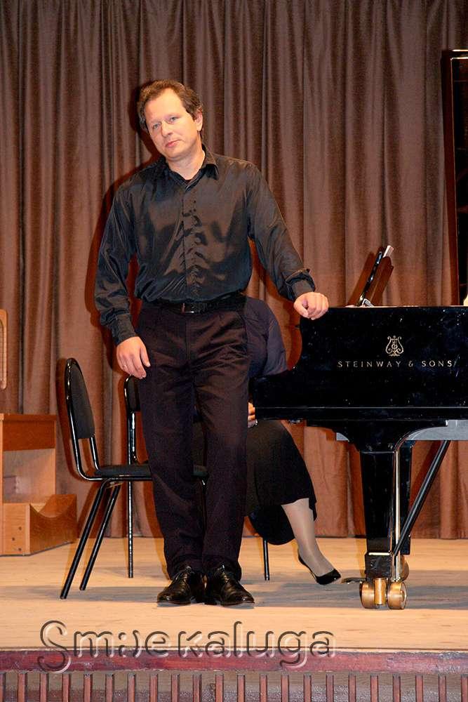 Юрий Мартынов исполнил симфонии Бетховена в переложении Листа