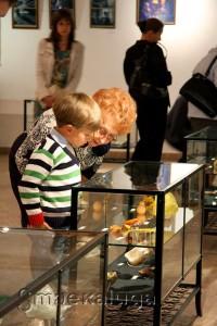 """В антракте посетители знакомились с выставкой """"Радуга камня"""" калуга"""