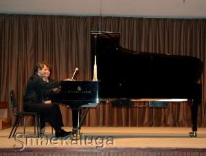Юрий Мартынов за роялем в Доме музыки калуга