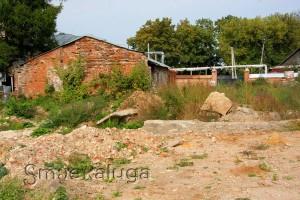 Остатки фундамента храма в честь Преображения Господня в усадьбе Полотняный завод калуга