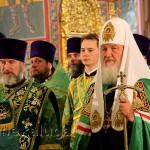 Патриарх Московский и всея Руси Кирилл совершает богослужение калуга