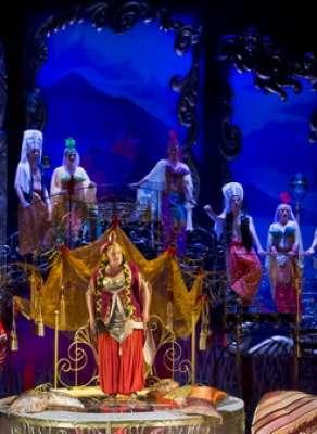 Комедия с украинским хвасоном «За двумя зайцами» в Калужском областном драматическом театре