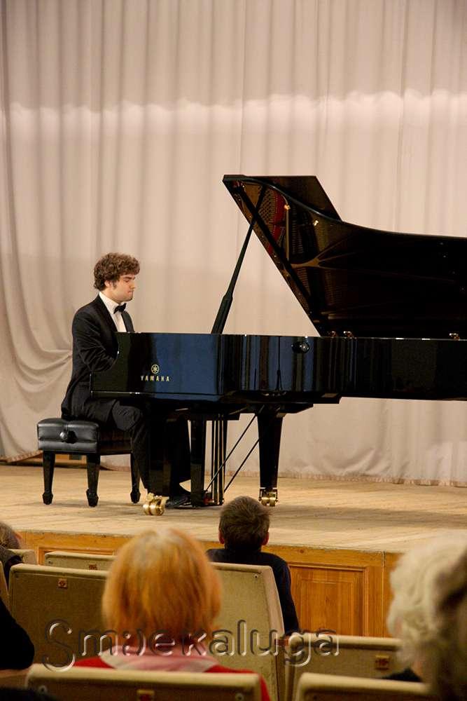 Лукас Генюшас посвятил свой первый концерт в Калуге Вере Васильевне Горностаевой