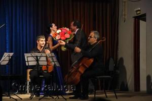 Олег Акимов поздравил участников квартета калуга
