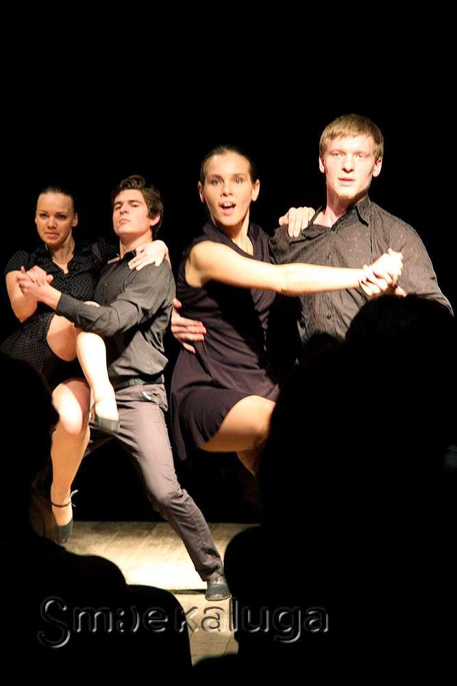 На малой сцене Калужского драматического театра московские студенты станцевали «Немного танго»