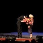 Игорь Корнилов вручает диплом «За вклад в культуру нашего Отечества» Светлане Немоляевой калуга