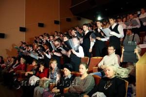 Коллективы-участники пели песни с мест из зала калуга