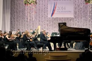 Калужский молодёжный симфонический оркестр и пианист Александр Гиндин в калуге