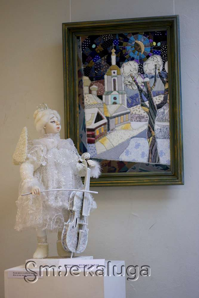 В выставочном зале Дома художника «поселились» куклы Марины Гусевой
