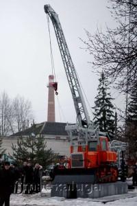 Монумент бурильно-крановой машины БКГО-67 калуга