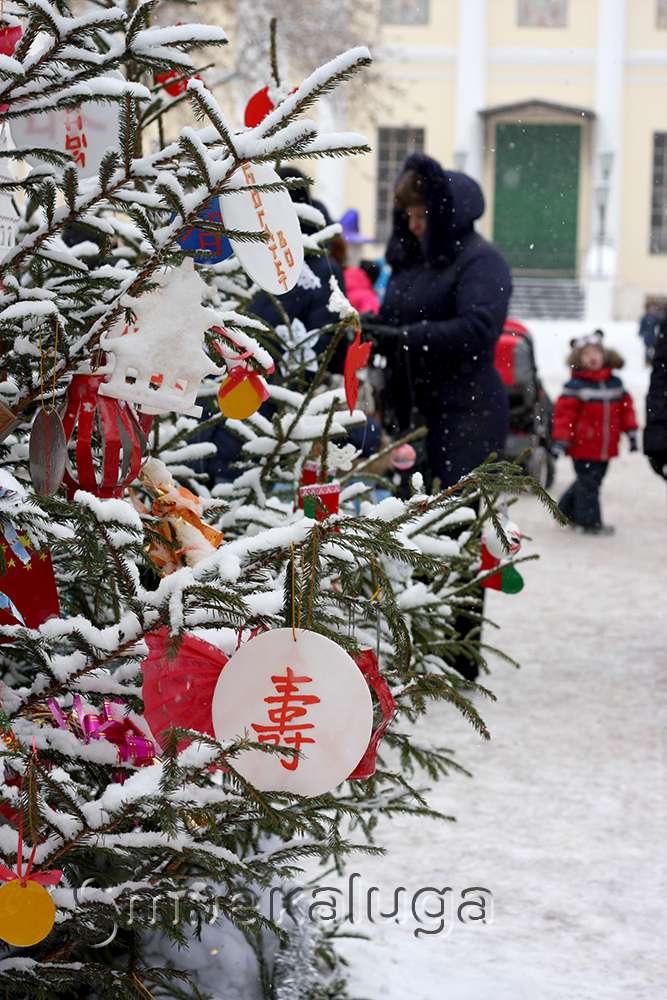 В Центральном парке продолжается развлекательный проект «Новый год шагает по планете»