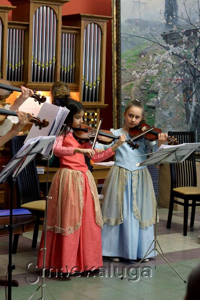 В галерее Калужского музея изобразительных искусств прошёл благотворительный Рождественский концерт