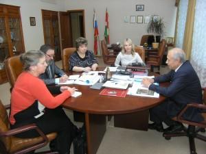 На интервью (фотография пресс-службы Законодательного собрания Калужской области) калуга