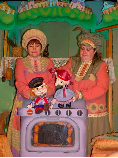 Новогодняя дискотека «Здравствуй, ёлка, Дед Мороз и Снегурочка» и спектакль «Терешечка». Калужский театр кукол в Городском досуговом центре