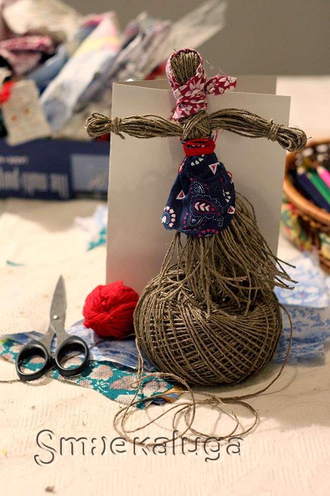 В Городском досуговом центре в преддверии праздника проходят мастер-классы по изготовлению масленичных кукол