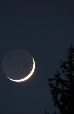 22 марта калужане наблюдали «пепельное свечение» Луны