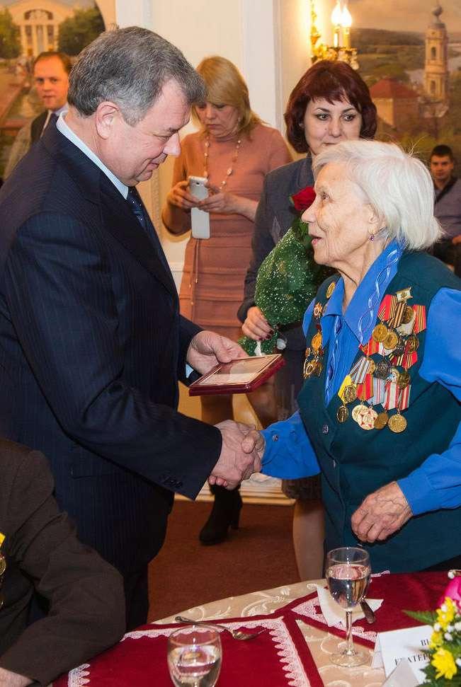 В Калуге прошло награждение ветеранов юбилейными медалями «70 лет Победы в Великой Отечественной войне 1941-1945 гг.»