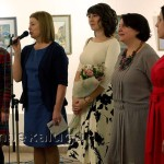Участницы выставки и заведующая галереей Анна Сенатова калуга