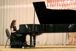 На открытии фестиваля. Пианистка Анна Винниченко калуга