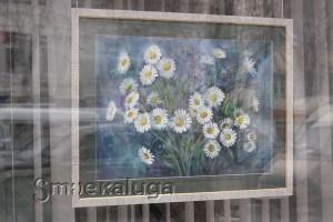 В витрине выставочного зала представлены работы преподавателей ДШИ №3 калуга