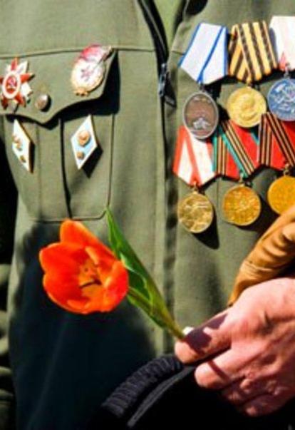 В Перемышльском районе установят мемориальные знаки на домах, где жили ветераны, и откроют Сквер памяти
