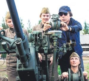 """На съемках фильма """"А зори здесь тихие..."""". Источник фотографии www.kino-teatr.ru в калуге"""