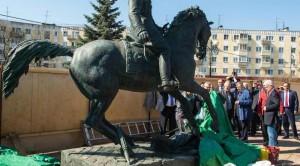 Посещение памятника Г. К. Жукова. Источник фотографии www.vest-news.ru калуга