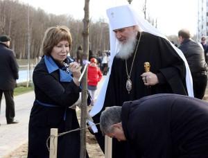 В закладке аллеи также принял участие митрополит Калужский и Боровский Климент калуга