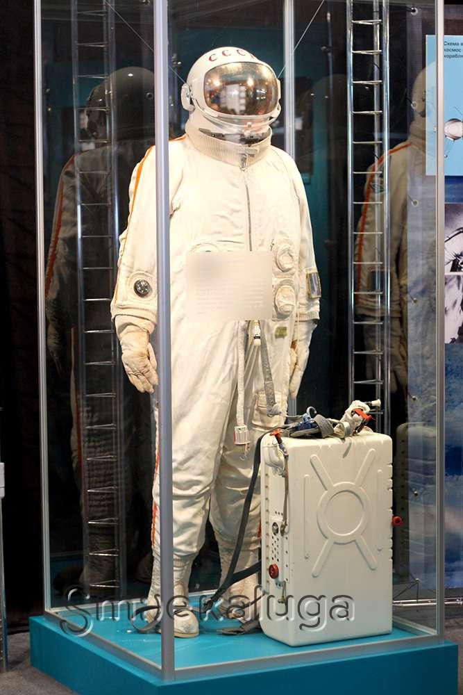 В преддверии Дня космонавтики открылась выставка к 50-летию первого выхода в космос
