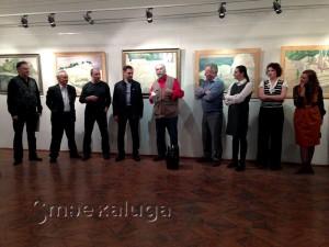 Калужский художник Владимир Арепьев поздравляет Константина Петрова с открытием выставки калуга