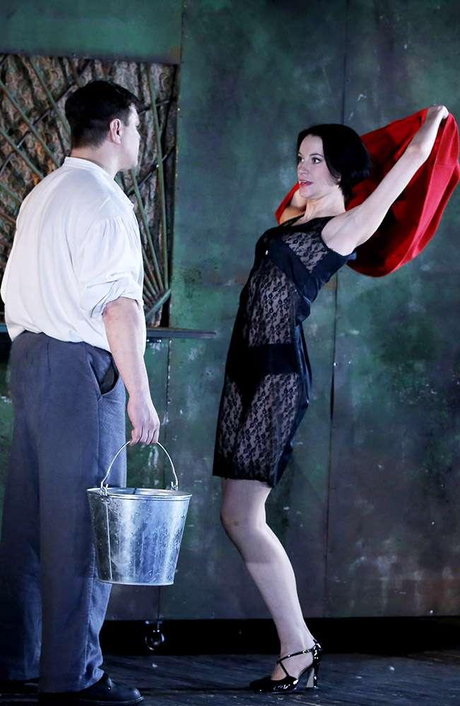 В Калужском областном драматическом театре состоялась премьера спектакля «Зелёная зона» по пьесе Михаила Зуева